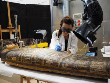 Pulitura laser di sarcofago egizio alla venaria reale
