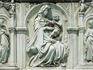 dettaglio della Fonte Gaia a Siena - Detail of the Gaia Fountain in Siena